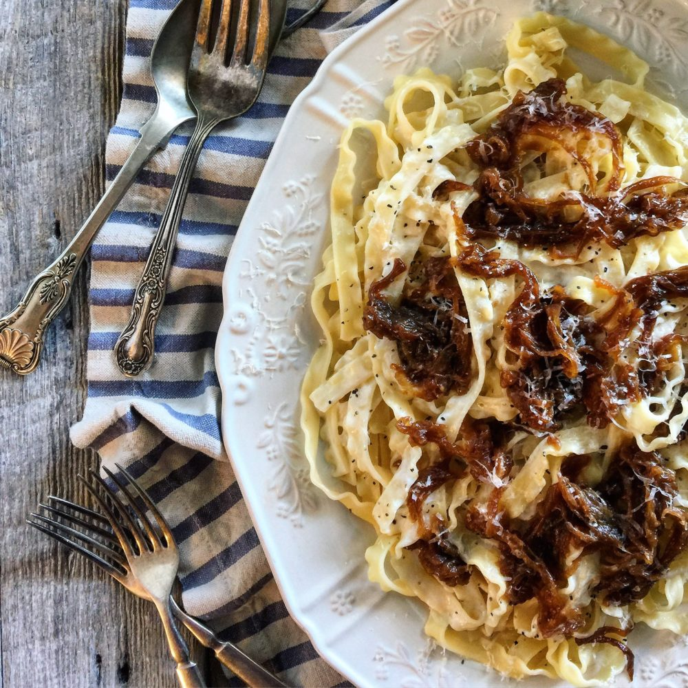 pasta with caramelized onions and yogurt sauce