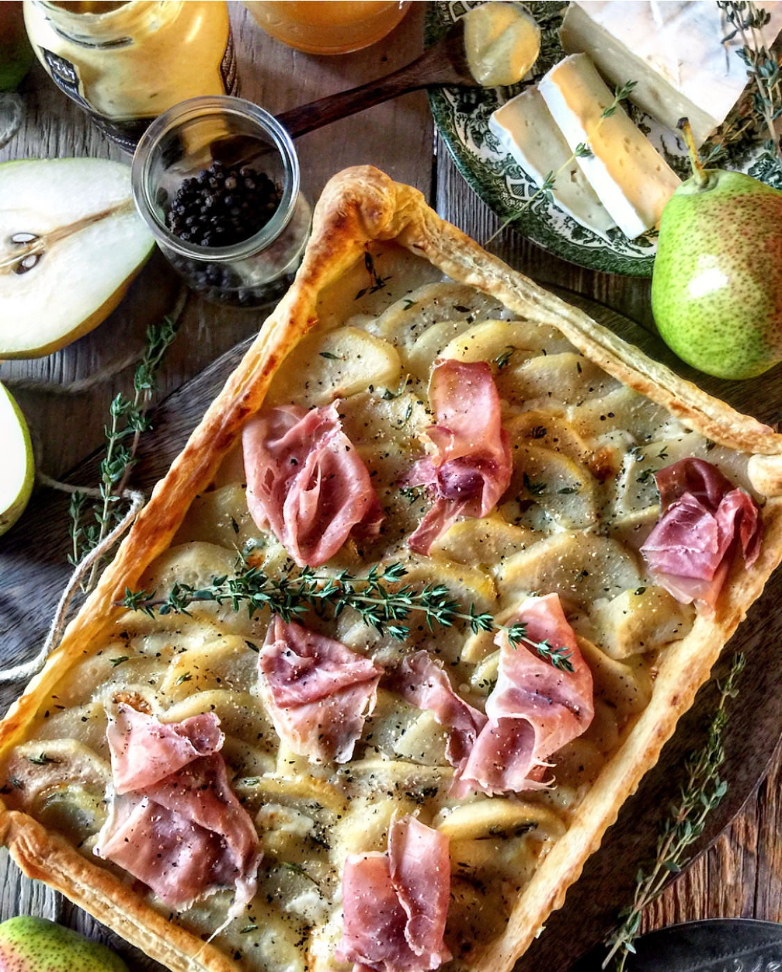pear brie and proscuitto tart